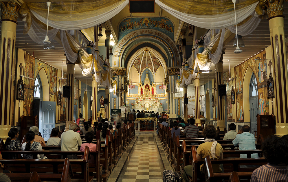 The magnificent interiors of the Basilica © Flickr/Ifordetail