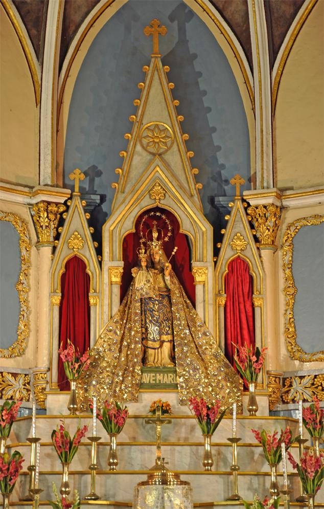 The ornate altar © Flickr/Ifordetail