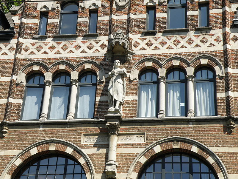 A Statue on a historic group of four houses in Antwerp, named Boudewijn Ijzeren-Arm|© Wiki Commons/Torsade de Pointes