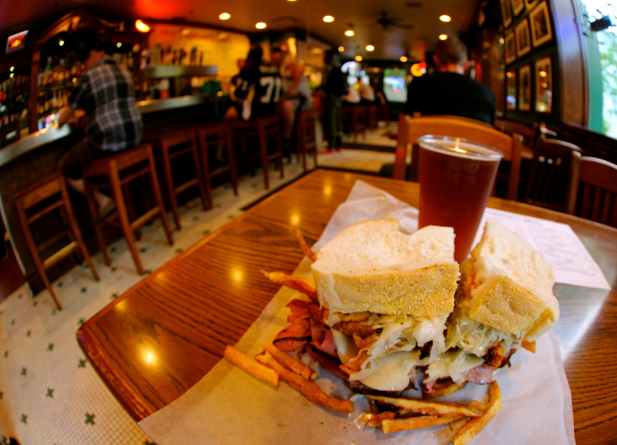 Pastrami Sandwich at Primanti Brothers | © Roy Luck/Flickr