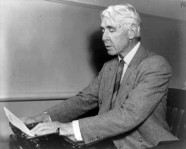 Carl Sandburg | © Office of Emergency Management/Wikicommons