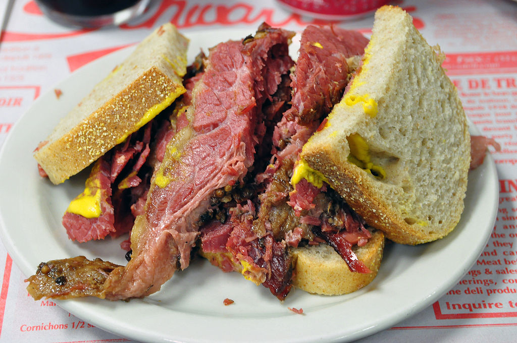 A Montreal-style smoked meat sandwich | © Chensiyuan/WikiCommons