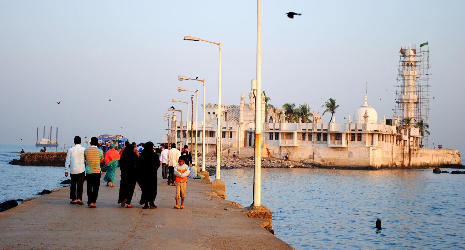Haji Ali Dargah and its connecting road | © Tewaryan/ WikiCommons