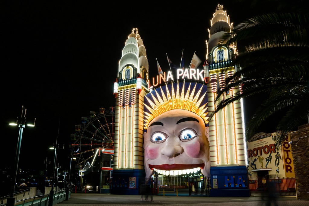 Luna Park entrance at night | © Nicki Mannix/Flickr