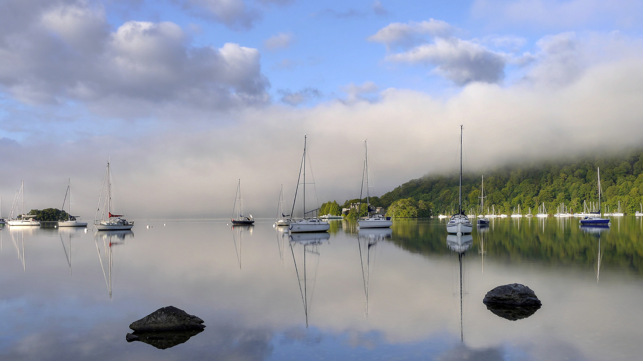 Mist on Lake Windermere | © Tim Dutton Flickr