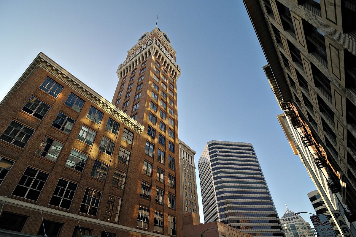 A Brief History Of The Oakland Tribune Tower