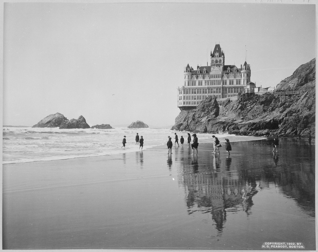 Cliff House © United States Library of Congress/Wikimedia