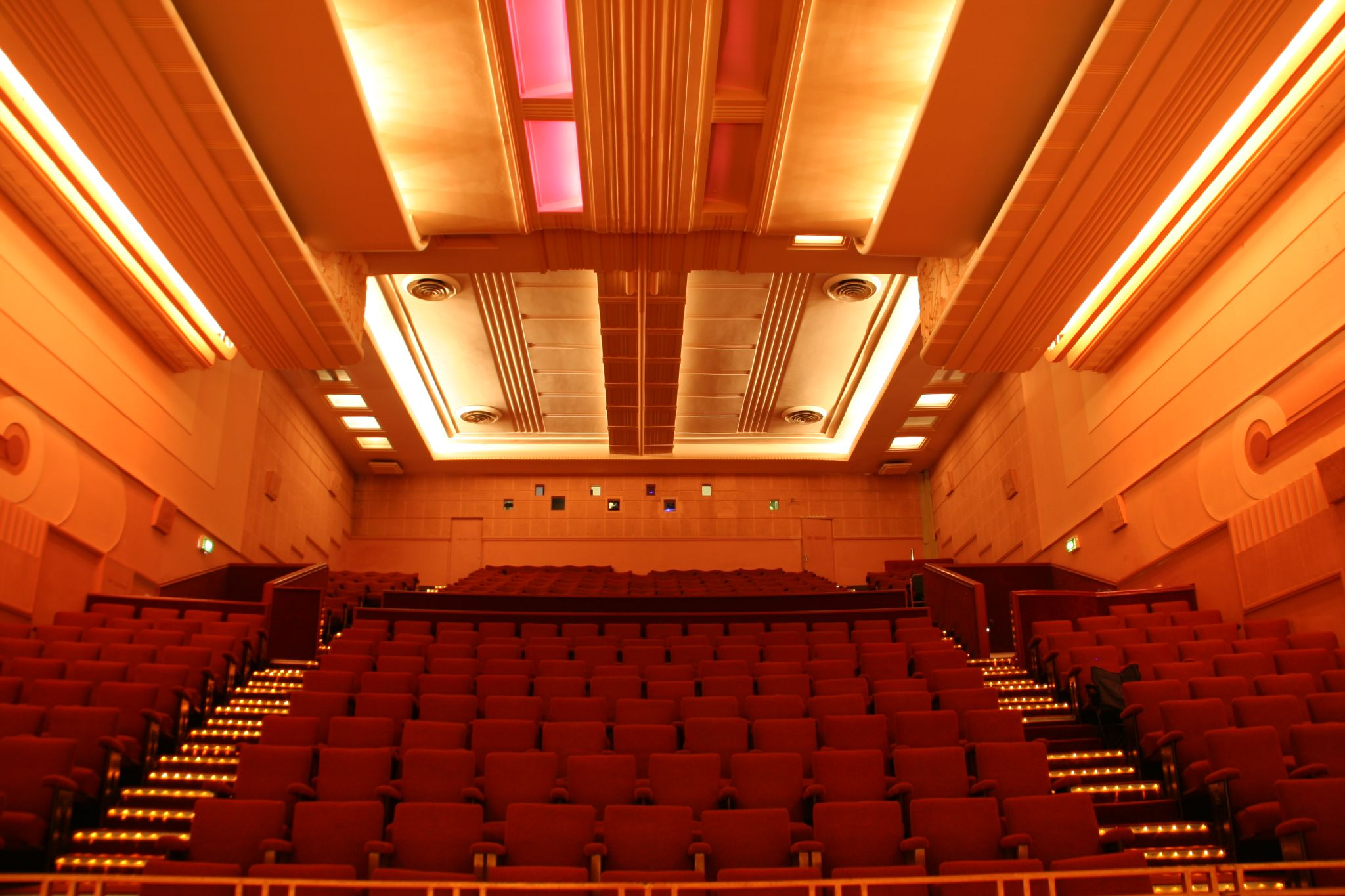 Piccadilly Cinema via Wikicommons