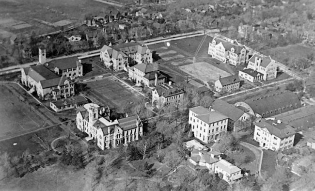 Queen's University from the air in 1919 © Bishop Barker Co./WikiCommons