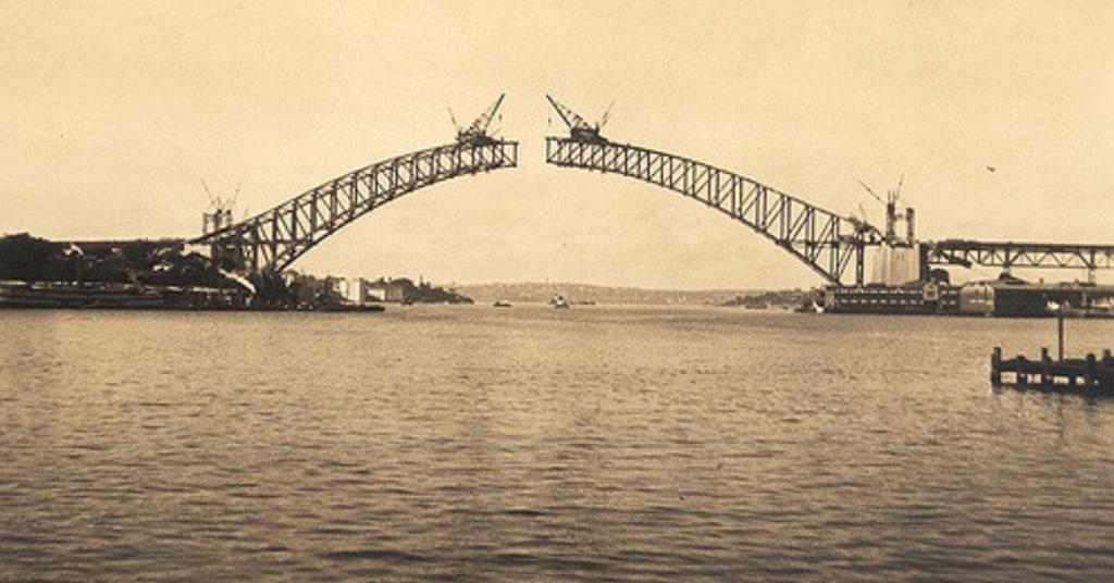Sydney Harbour Bridge in 1930. © Erica/Flickr.