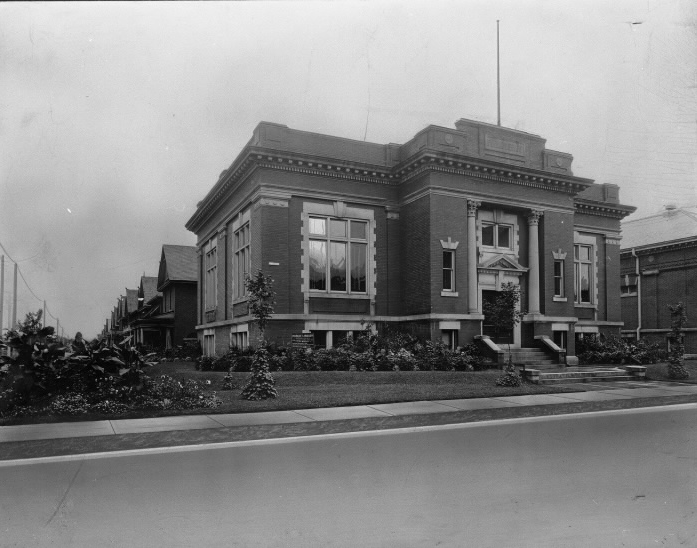 Toronto Public Library; Annette Branch, Annette St., s.w. cor. Medland St. | Public Domain/Toronto Reference Library