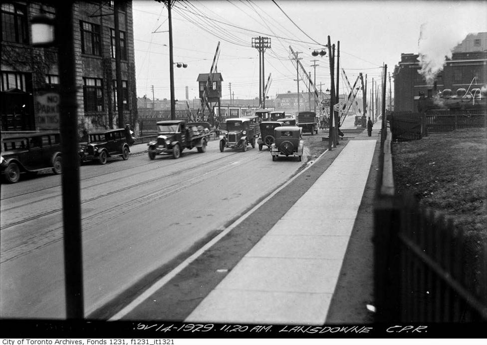 Lansdowne Avenue - Royce Avenue crossing | Public Domain/City of Toronto Archives
