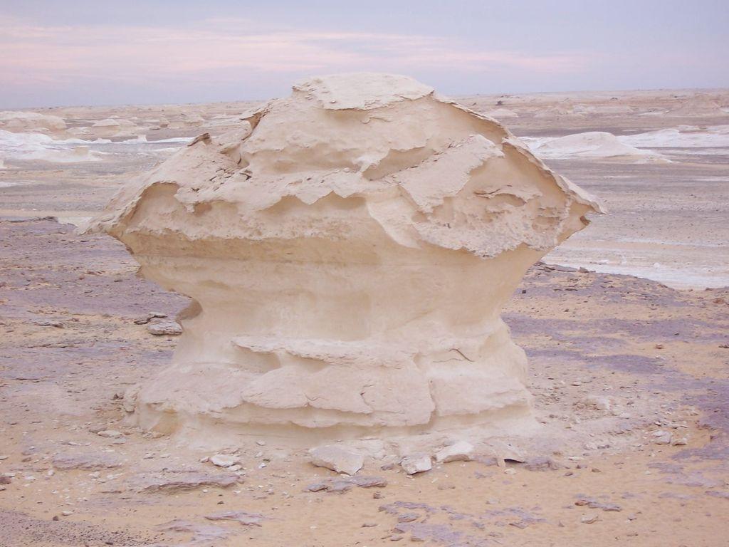 White Desert | © Daniel Csörföly/WikiCommons