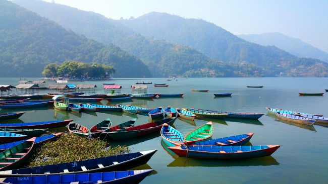 Boats at Lake Phewa in Pokhara | © Mario Micklisch/Flickr