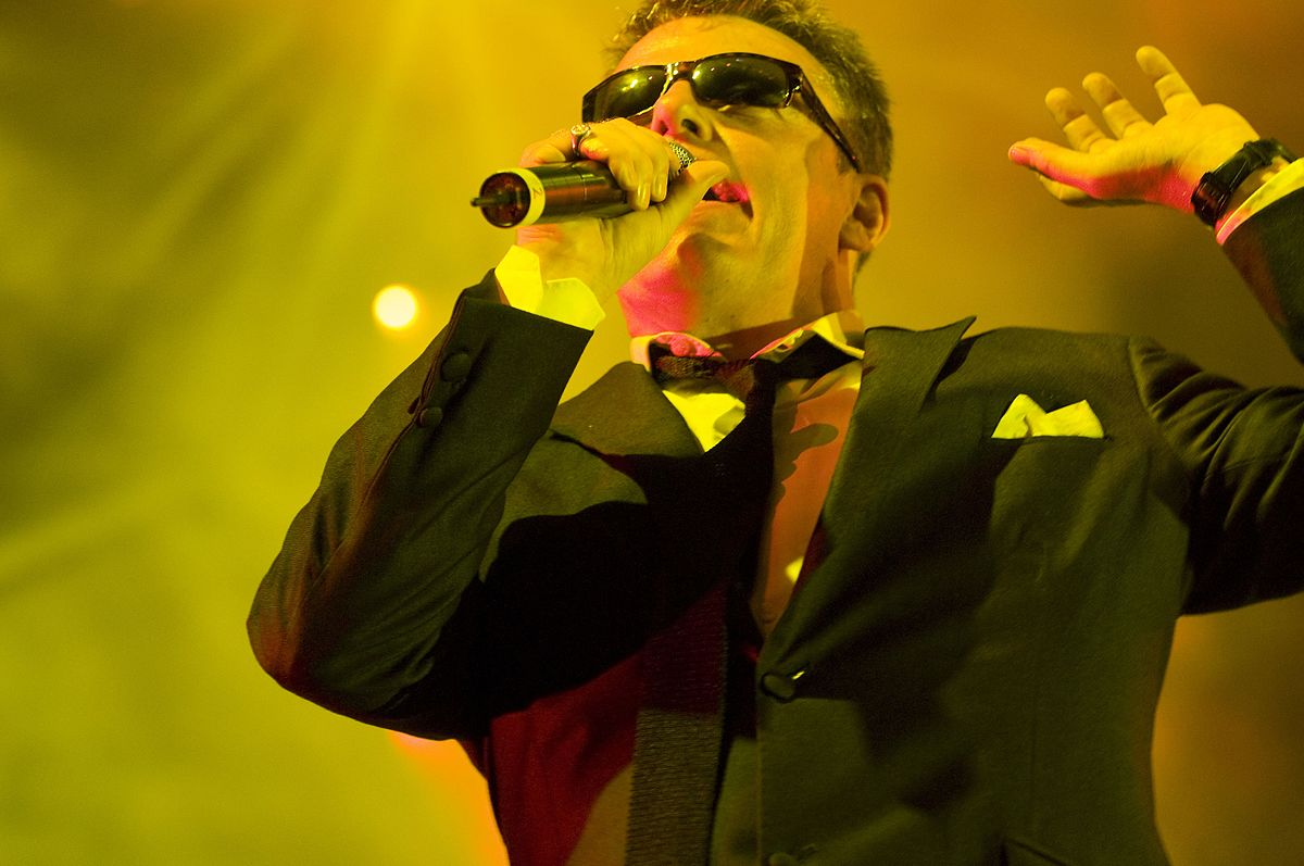 Madness' leading man Graham 'Suggs' McPherson   © Quibot / Wikicommons