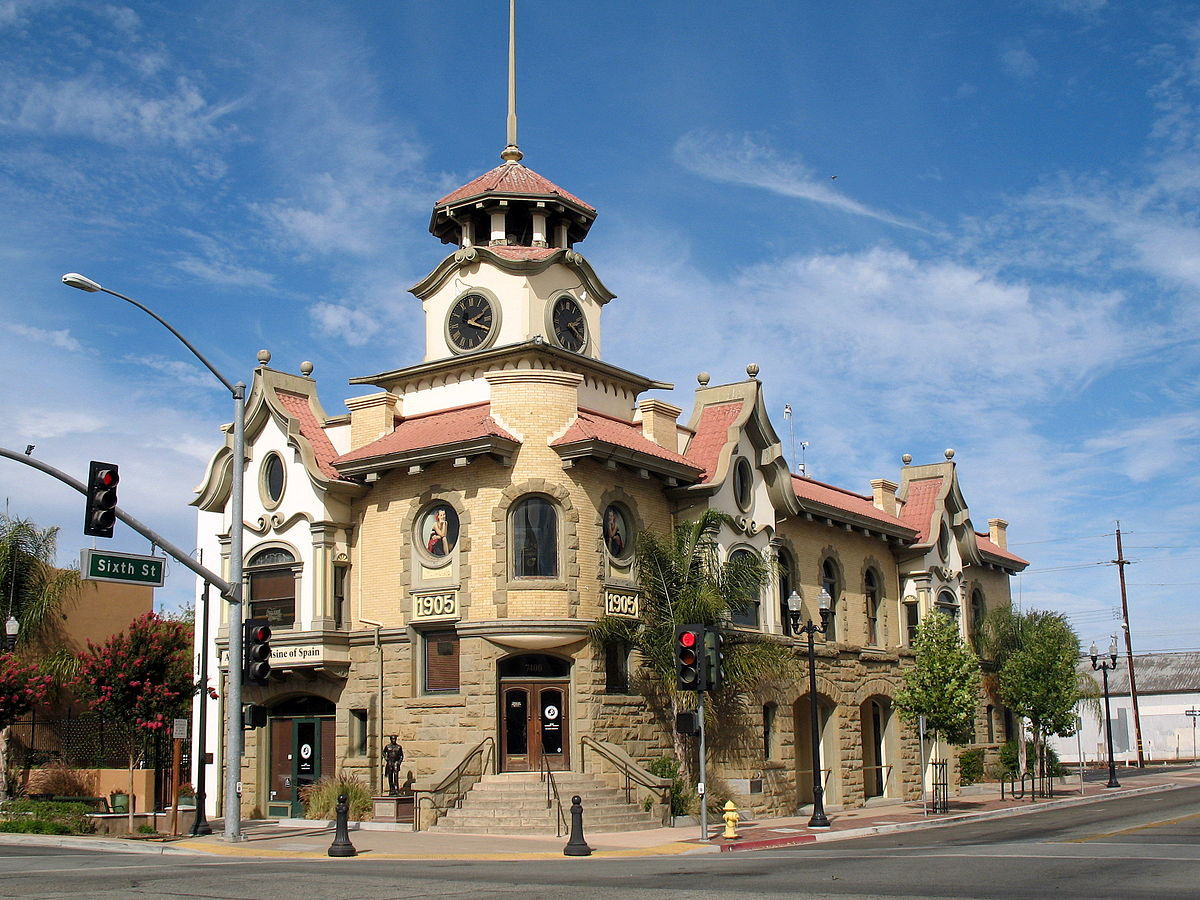 1200px-Old_City_Hall,_7410_Monterey_St.,_Gilroy,_CA_9-23-2012_3-25-51_PM