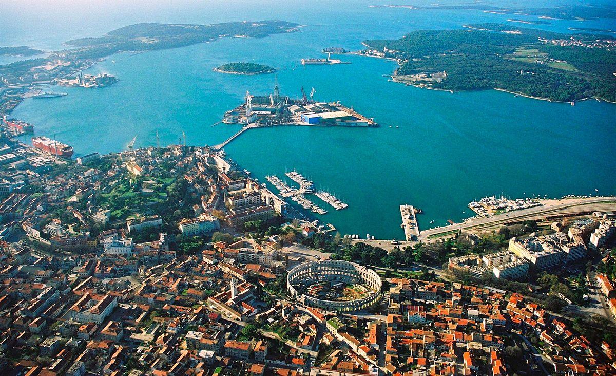 Pula from above | © Orlovic/WikimediaCommons