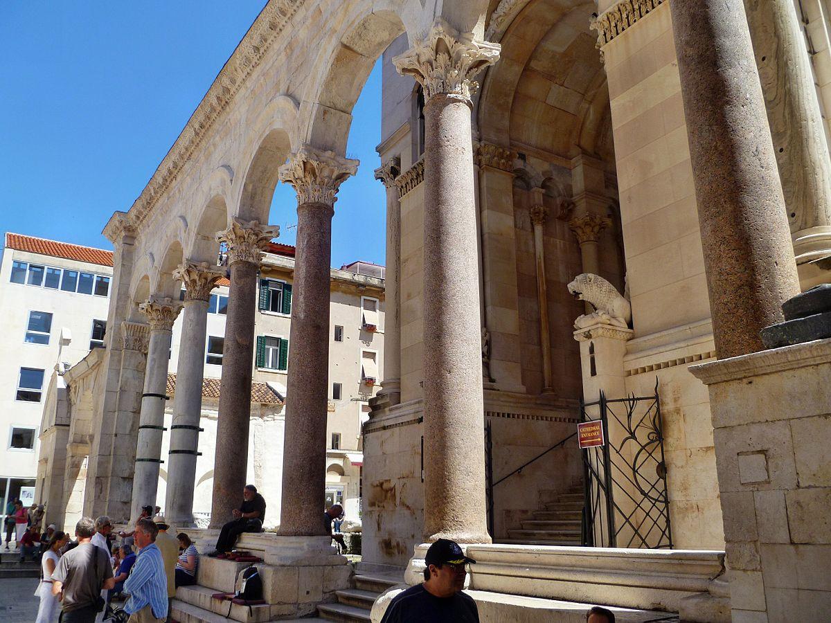 Diocletian's Palace | © JoJan/WikimediaCommons