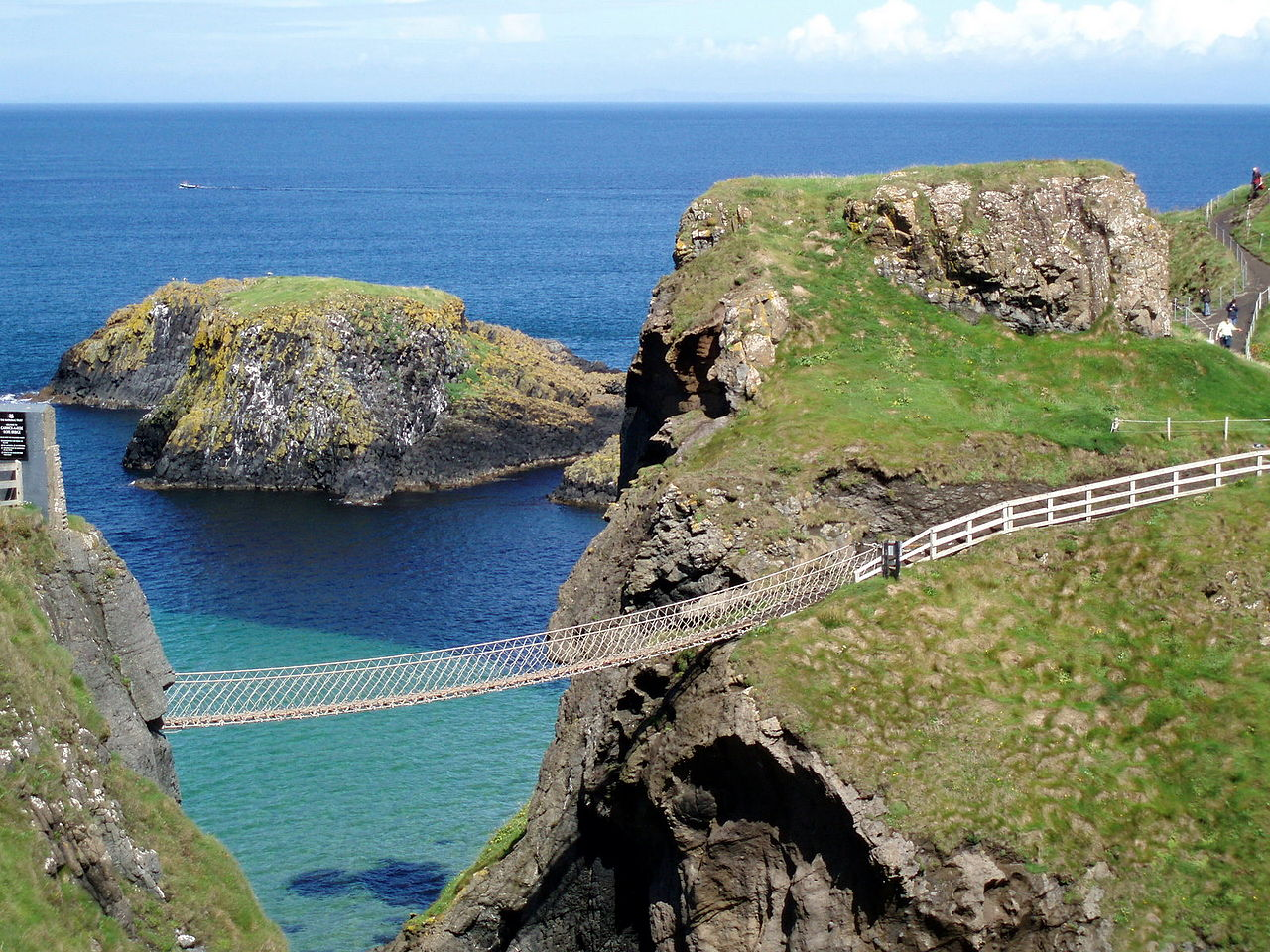 The Rope Bridge at Carrick-A-Rede | © Shriaz Chakera / Wikicommons