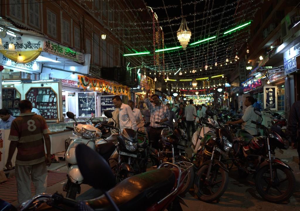 Johari Bazaar ©Flickr/Travis Wise