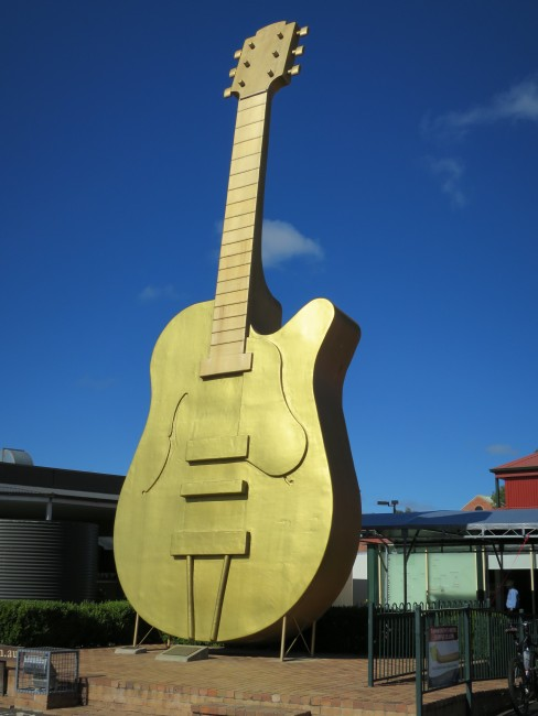 The Big Golden Guitar, Tamworth © Lu Barnham