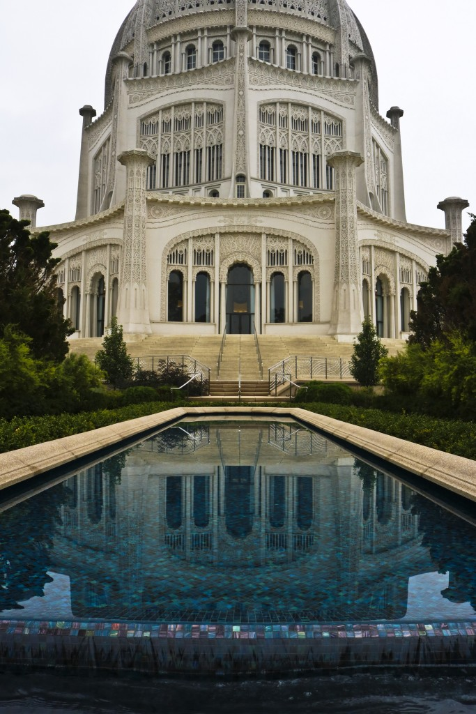 Water mosaic and temple | © Ashley Gorson/Flickr