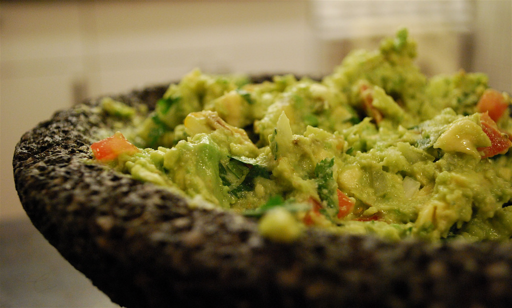 Table-side Guacamole © Valerie Hinojosa/Flickr