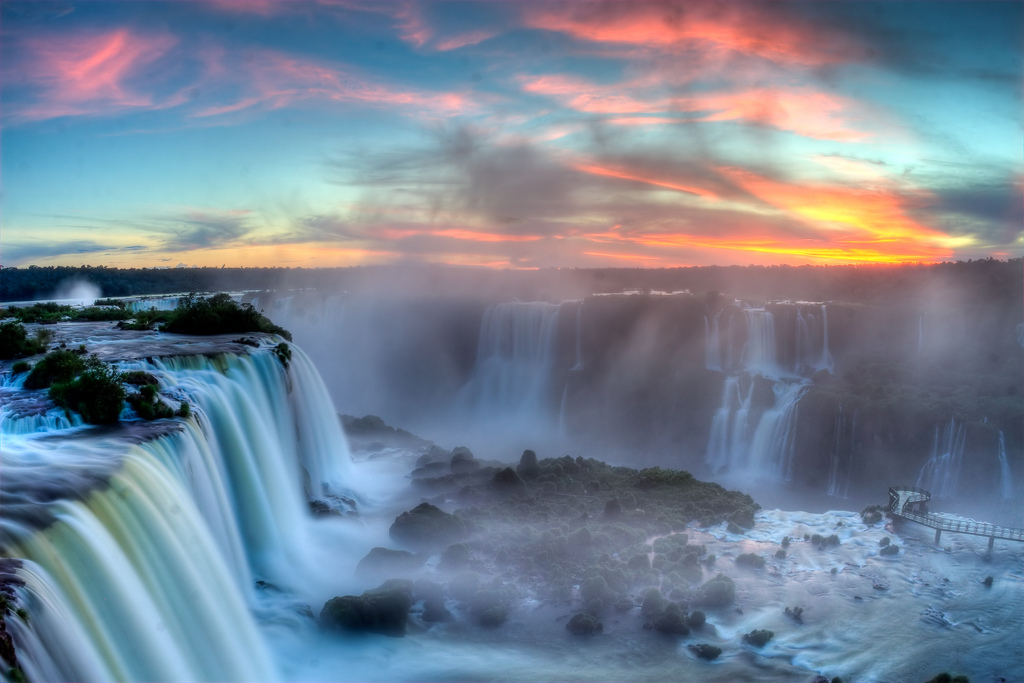 Sunset of Iguazu | © SF Brit/Flickr