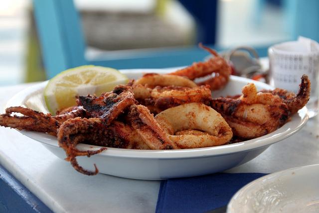 Fried calamari | © Klearchos Kapoutsis/Flickr