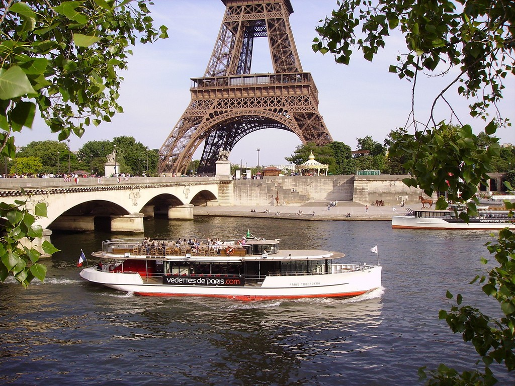 Bateau Mouche on river Seine near the Pont d'Iéna and Eiffel Tower in Paris - © JPC24M/flickr