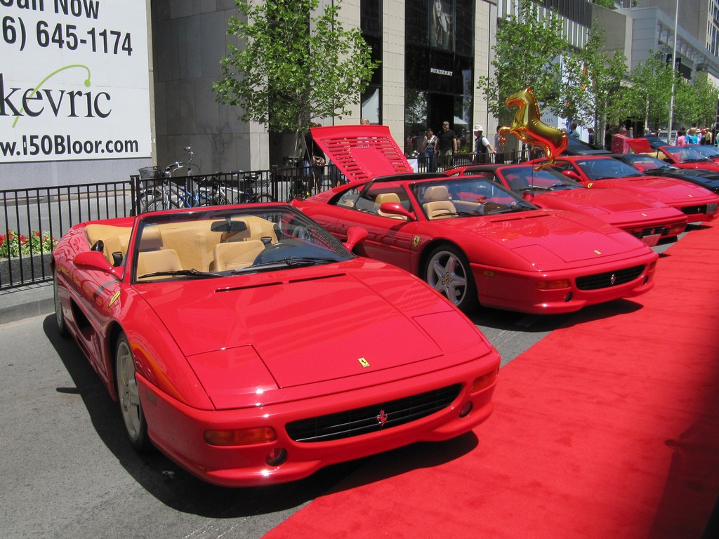 Ferraris at the Yorkville Exotic Car Show in Toronto   © Loozrboy/Flickr