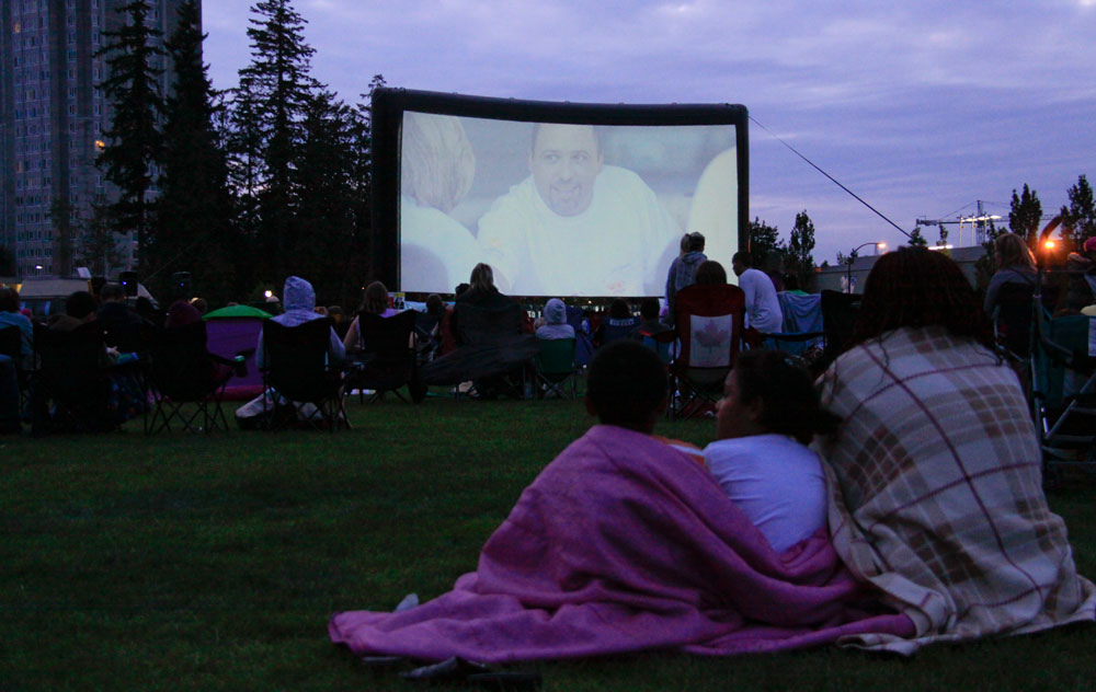 watching the movie | © waferboard/Flickr