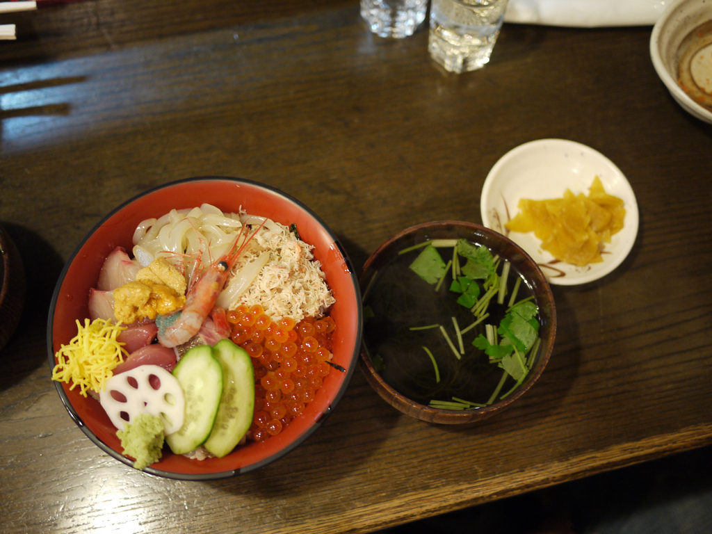 A sashimi, crab, and udon meal at the Omicho market | BanMed64/Flickr
