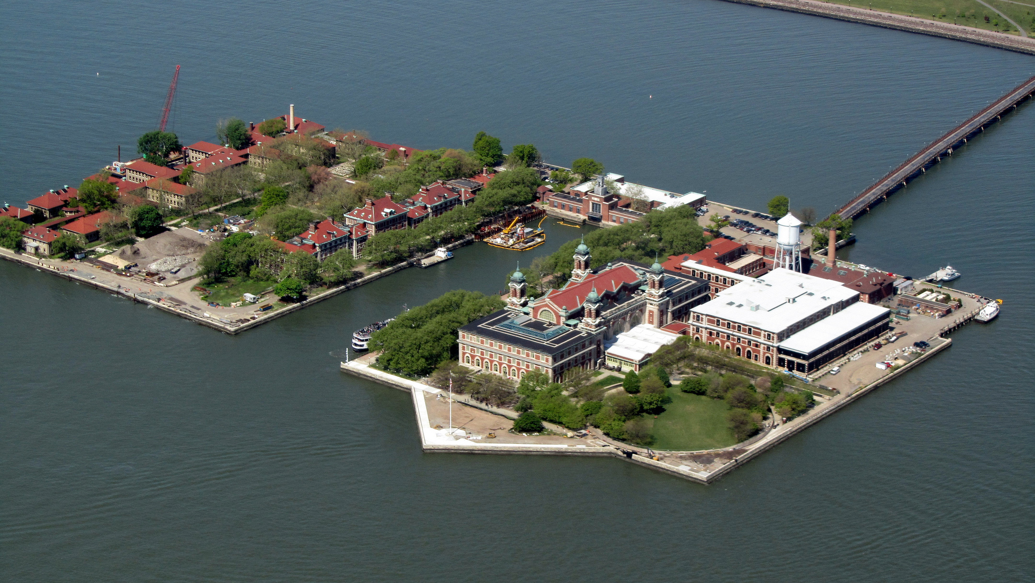 Ellis Island from a helicopter | © David Jones/Flickr