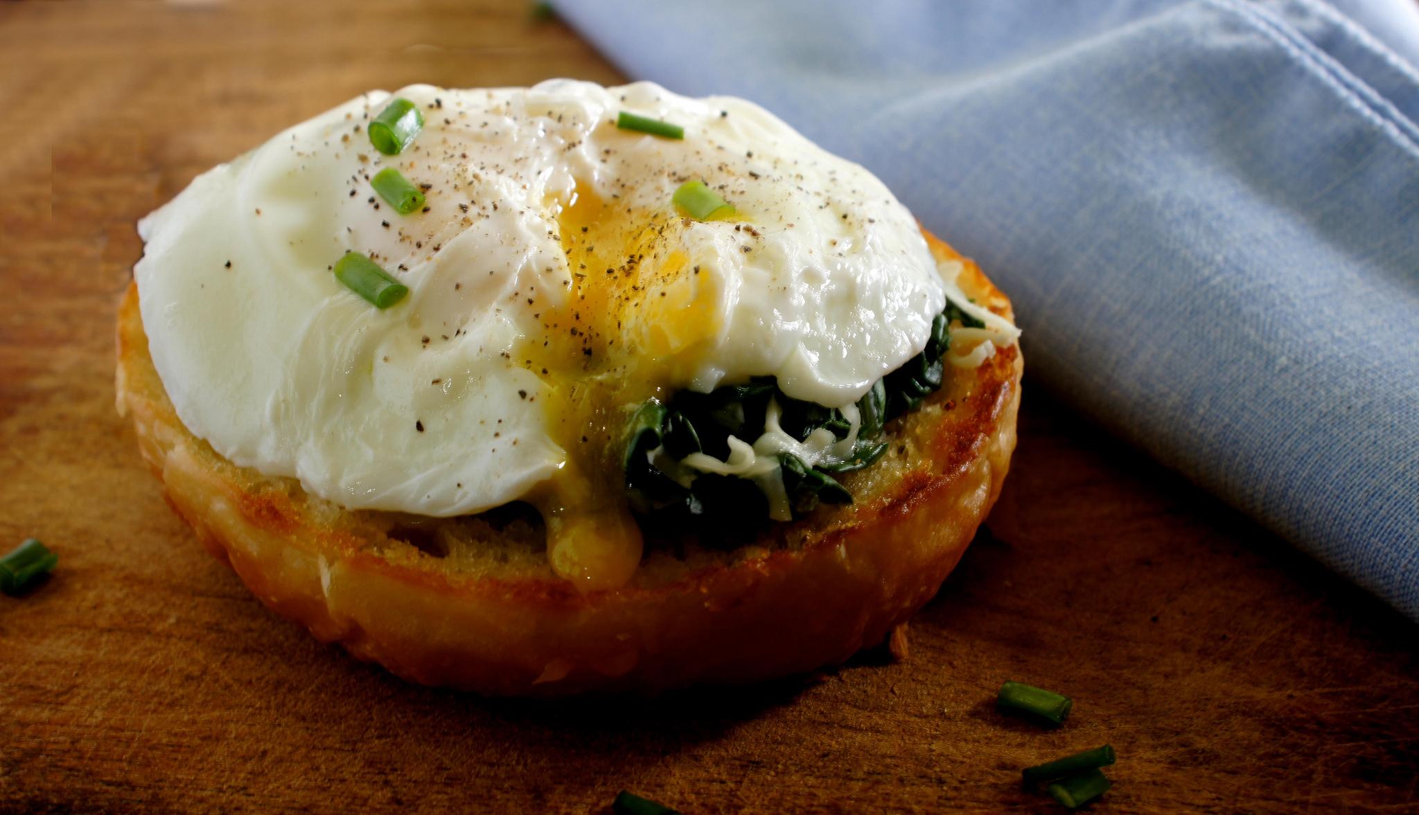 Eggs Florentine/ Eggs Benedict | © Bharat Mirchandani/Flickr
