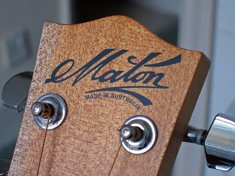 800px-Maton_guitar_headstock_logo
