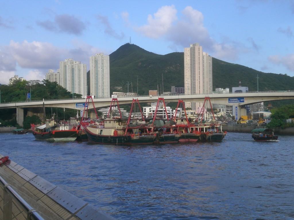 Ap Lei Chau bridge © Chongfitchong/Wikimedia