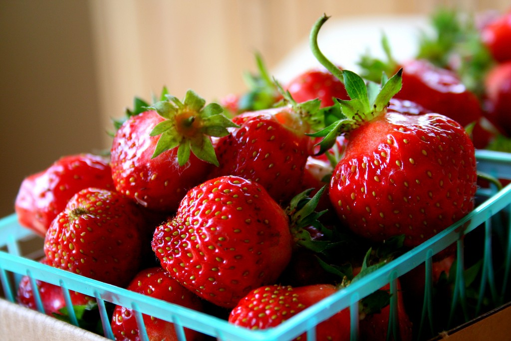 Organic Strawberries | ©Mike McCune/Flickr