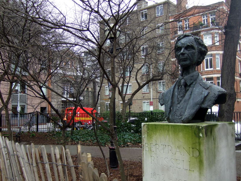 Bertrand Russell and Conway Hall Behind bust of Bertrand Russell / © ceridwen / WikiCommons