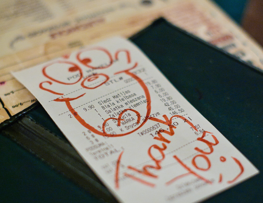 At restaurants you are expected to tip © Andrew Stawarz / Flickr
