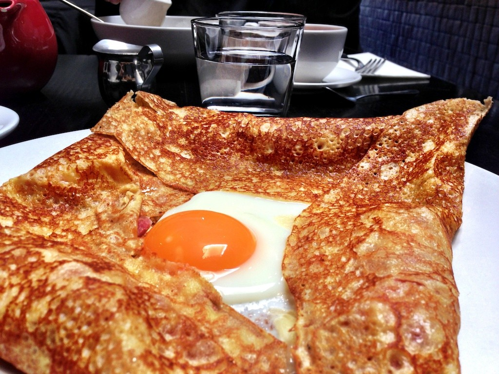 Breton Crêpe with Fried Egg, Ham, and Cheese - © Katherine Lim/flickr