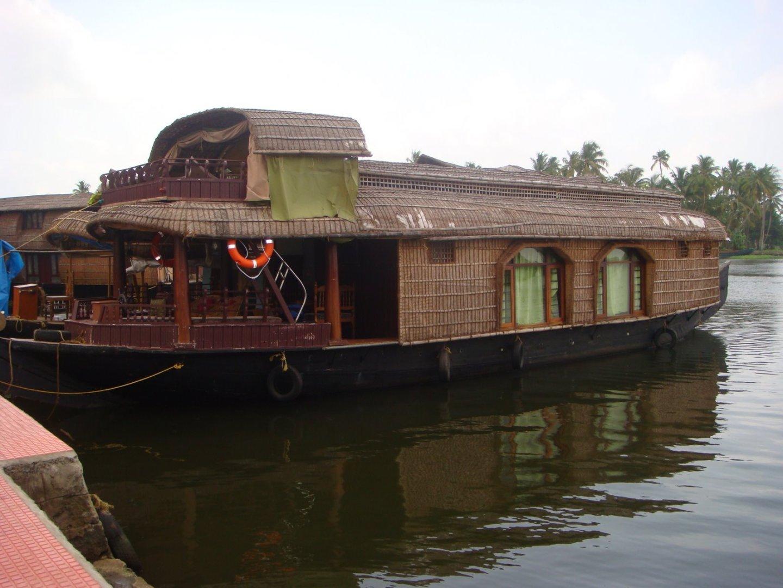 A Houseboat : ©Roshni Subudhi