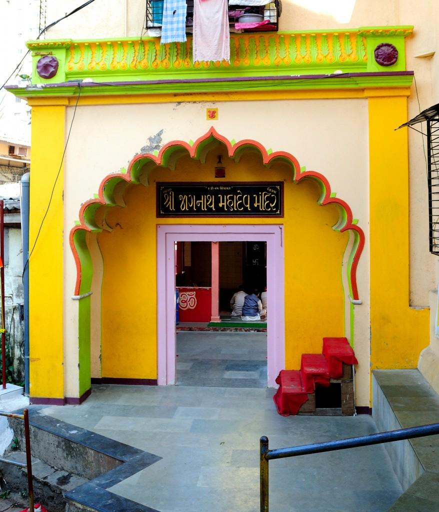 A vibrantly painted temple on the way to Banganga | ©Neehar Mishra