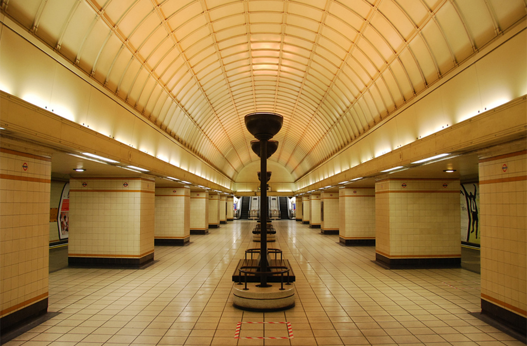 Gants Hill Station Interiors © nigelpepper/Flickr