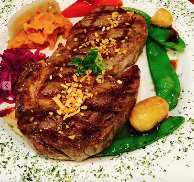 Garlic steak with vegetables at Orita's 2. © Jessica Poulter