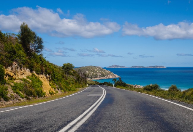 Coastal Road in Australia   ©Joshua Hibbert/Unsplash