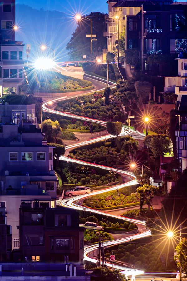 Night view of Lombard Street | © David Yu/Wikimedia Commons