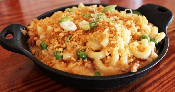 Macaroni and cheese with peas and scallions   © Bing / WikiCommons