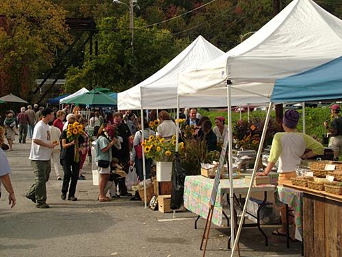 Market © Mark Goebel / Flickr