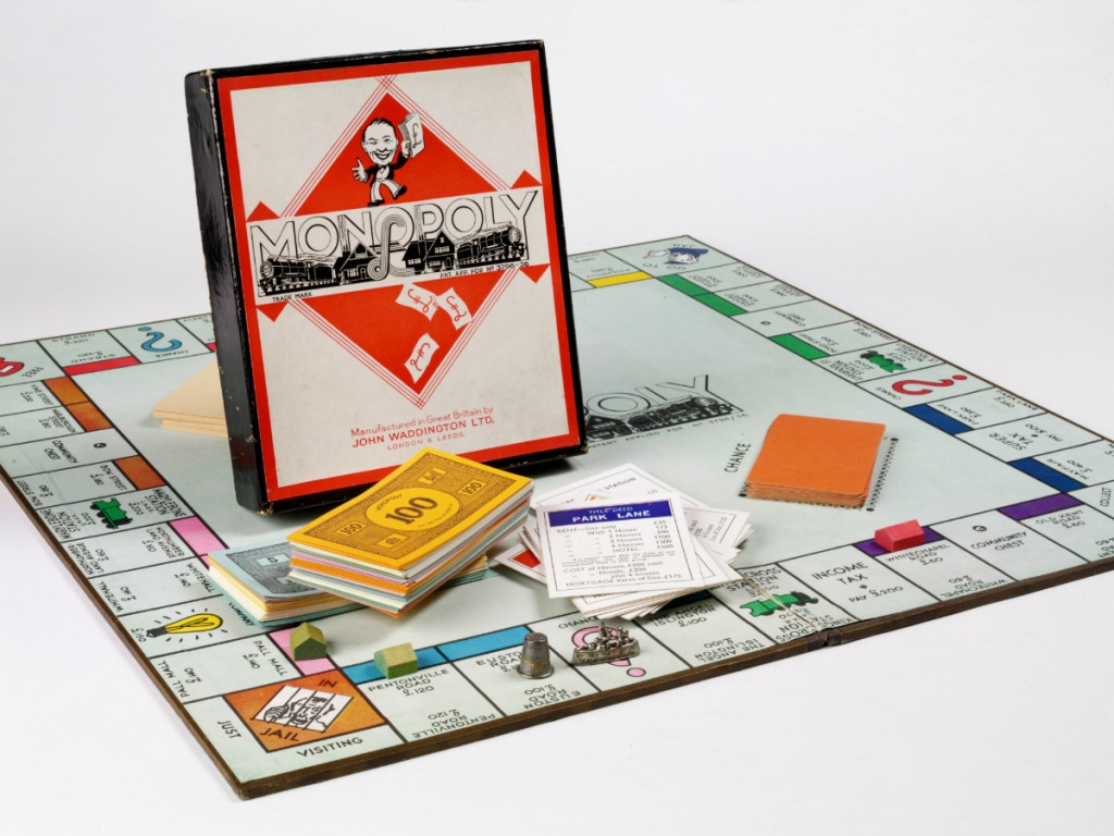 Monopoly 1936_39 | Courtesy of V&A Museum